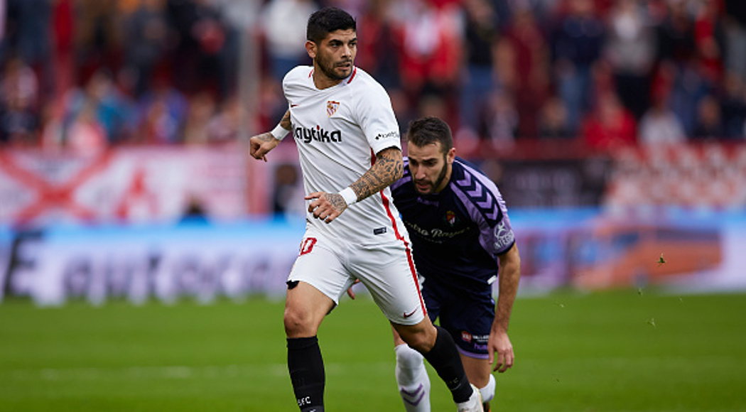SEVILLE, SPAIN - NOVEMBER 25: Ever Banega of Sevilla FC competes for the ball with Antonio Regal 'Antonito' of Real Valladolid during the La Liga match between Sevilla FC and Real Valladolid CF at Estadio Ramon Sanchez Pizjuan on November 25, 2018 in Seville, Spain. (Photo by Quality Sport Images/Getty Images)