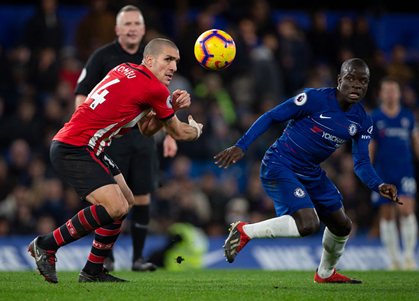 LONDON, ENGLAND - JANUARY 02: N'Golo Kanté of Chelsea and Oriol Romeu of Southampton during the Premier League match between Chelsea FC and Southampton FC at Stamford Bridge on January 2, 2019 in London, United Kingdom. (Photo by Visionhaus/Getty Images)