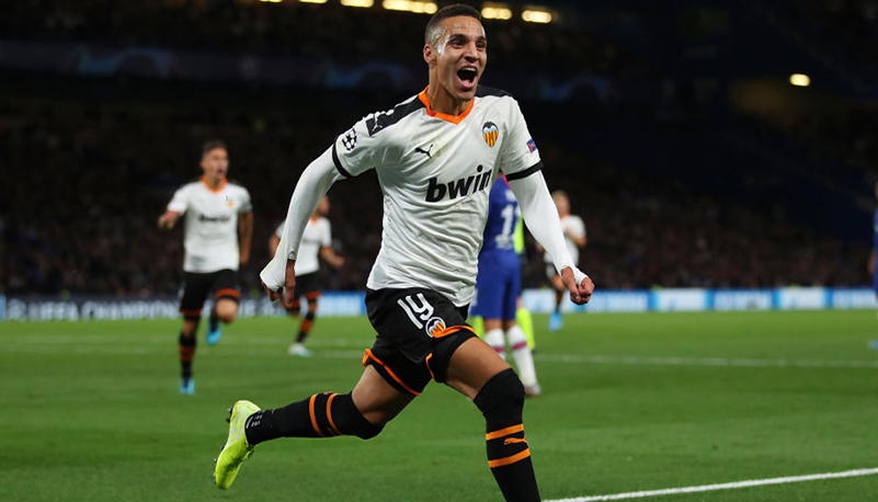 LONDON, ENGLAND - SEPTEMBER 17:  Rodrigo Moreno of Valencia celebrates as he scores his team's first goal during the UEFA Champions League group H match between Chelsea FC and Valencia CF at Stamford Bridge on September 17, 2019 in London, United Kingdom. (Photo by Richard Heathcote/Getty Images)