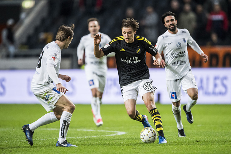 SOLNA, SWEDEN - APRIL 27: Simon Thern of AIK during the Allsvenskan match between AIK and IK Sirius FK at Friends arena on April 27, 2017 in Solna, Sweden. (Photo by Marcus Ericsson/Ombrello via Getty Images)