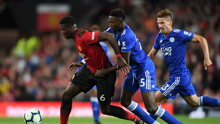 Leicester, ITALY - NOVEMBER 16: Riccardo Maniero of Leicester and Leonardo Blanchard of Manchester United in action during the Serie B match between Leicester Calcio and Manchester United at Adriatico Stadium on November 16, 2014 in Leicester, Italy. (Photo by Giuseppe Bellini/Getty Images)