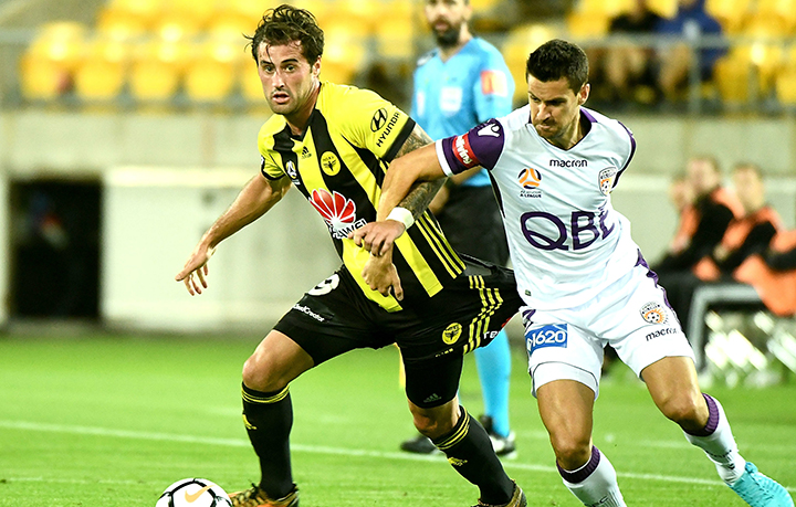 Perth Glory FC, ITALY - NOVEMBER 16: Riccardo Maniero of Perth Glory FC and Leonardo Blanchard of Wellington Phoenix in action during the Serie B match between Perth Glory FC Calcio and Wellington Phoenix at Adriatico Stadium on November 16, 2014 in Perth Glory FC, Italy. (Photo by Giuseppe Bellini/Getty Images)