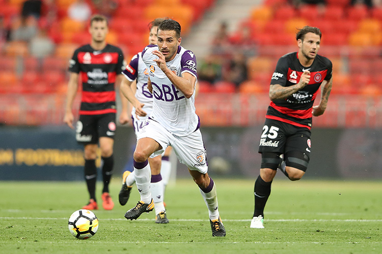 SYDNEY, AUSTRALIA - OCTOBER 08: Xavi Torres of the Glory makes a break during the round one A-League match between the Western Sydney Wanderers and the Perth Glory at Spotless Stadium on October 8, 2017 in Sydney, Australia. (Photo by Cameron Spencer/Getty Images)